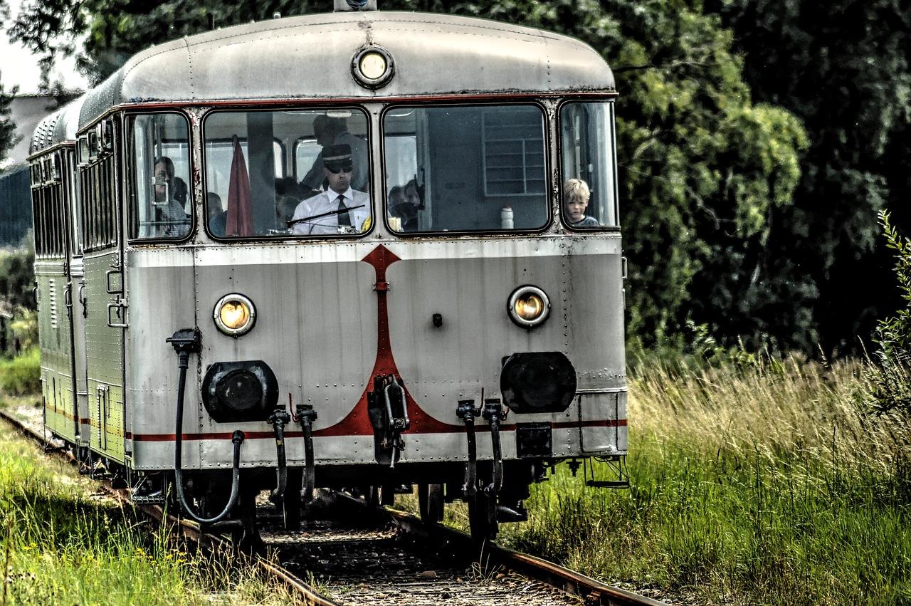 railbus 2745136 1280