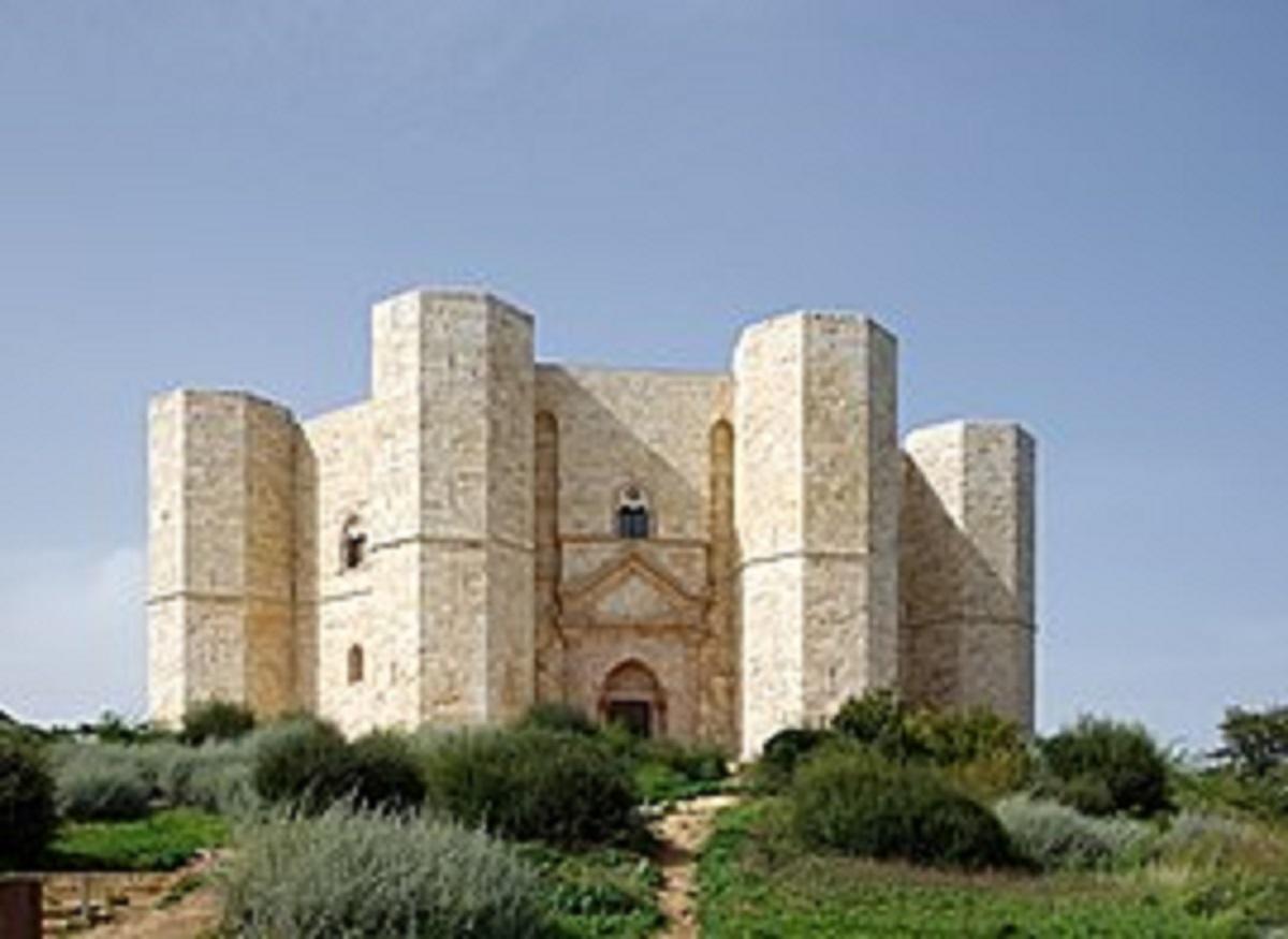 Castillo de Montecolognola: historia y ubicación